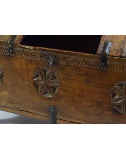 Antik dřevěná truhlička z Rádžasthánu v Indii, 46x24x35cm