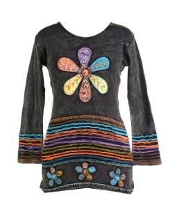 Prodloužené černé tričko s dlouhým rukávem, aplikace květin a barevná výšivka