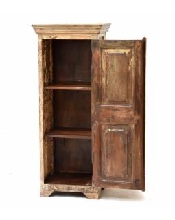 Skříňka z antik teakového dřeva, šedobílá patina, 50x40x122cm