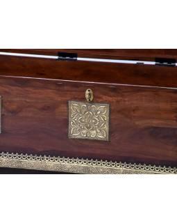 Truhla z palisandrového dřeva, zdobená mosazným kováním, 117x46x46cm