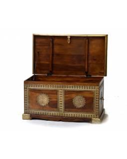 Truhla z palisandrového dřeva, zdobená mosazným kováním, 90x50x46cm