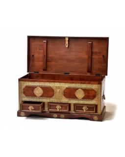 Truhla z palisandrového dřeva, zdobená mosazným kováním, 111x52x51cm