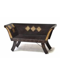 Stará lavice z masivního teaku, zdobená mosazným kováním, 122x50x66cm