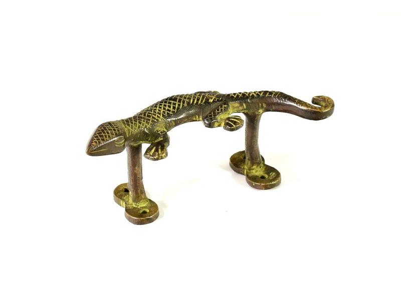 Mosazné dveřní táhlo ještěrka, zelená patina, 15cm