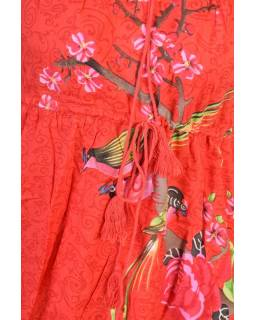 Červené letní šaty s potiskem, tříčtvrteční rukáv