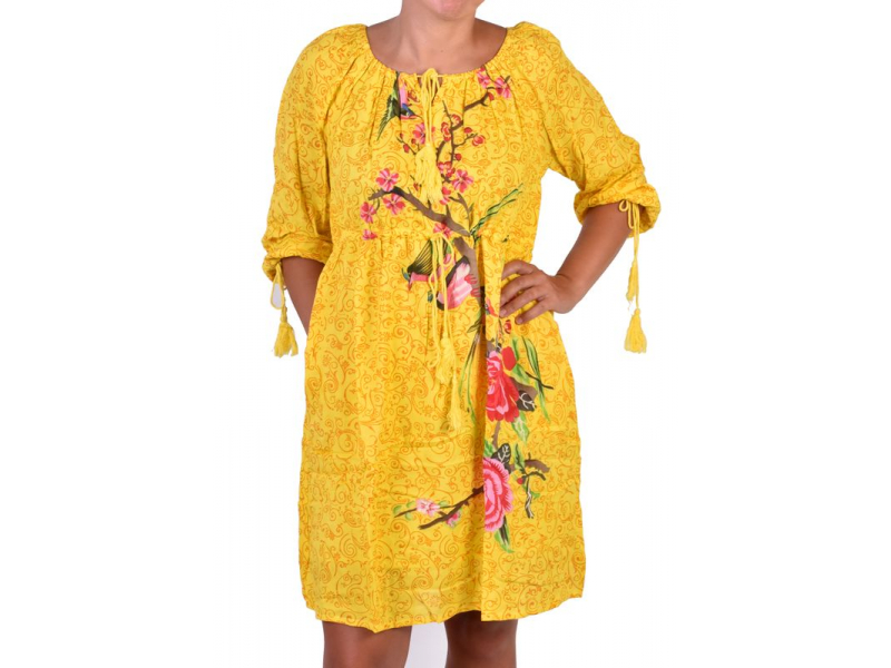 Žluté letní šaty s potiskem, tříčtvrteční rukáv