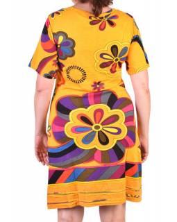 Žluté šaty s potiskem a ručně vyšívanými korálky