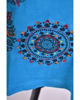 Tyrkysové šaty s dlouhým rukávem, potisk malých mandal, výšivka, V výstřih
