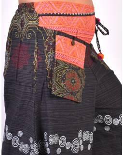 Černé thajské zvonové kalhoty, ornamentální potisk, kapsa, bambulky