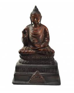 Buddha Amóghasiddhi, na podstavci, antik patina, mosazná soška, 18cm