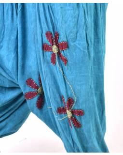 Tyrkysové turecké kalhoty s vínovými květinami, výšivka, bobbin