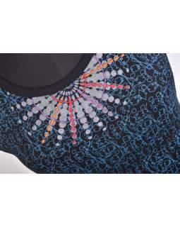 Krátké černo-modré šaty s krátkým rukávem, modrým potiskem a výšivkou mandaly