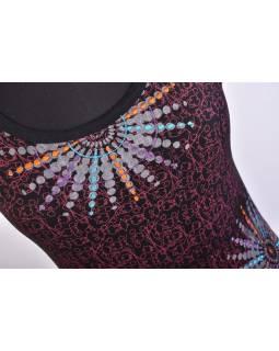 Krátké černo-vínové šaty s krátkým rukávem, potiskem a výšivkou mandaly