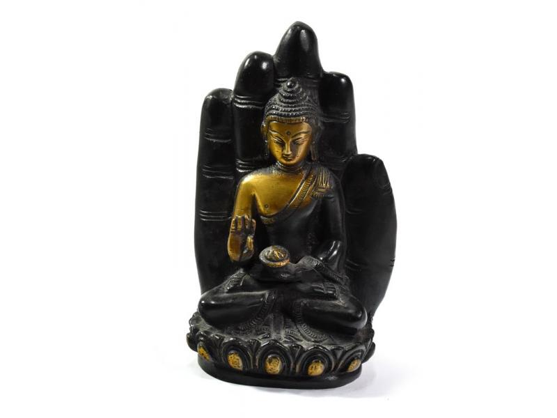 Buddha v dlani, černozlatá patina, mosazná socha, v. 15cm