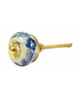 Malovaná porcelánová úchytka na šuplík, bílá, modré květiny, průměr 3cm
