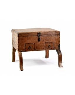 Stará truhlička z teakového dřeva na nožičkách, 34x25x27cm