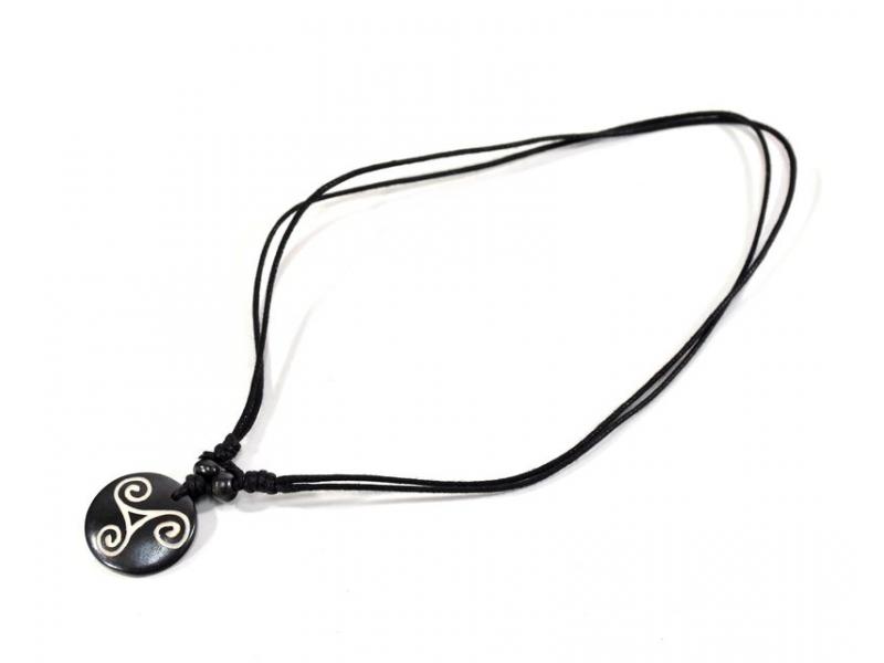Kostěný náhrdelník na šňůrce, spirály, cca 2,3 cm