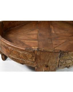 Ručně vyřezávaný kulatý stolek z antik teakového dřeva, prům. 65cm výška 27cm