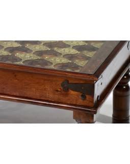 Konferenční stolek se sklem, zdobený mosazným kováním, 120x74x45cm