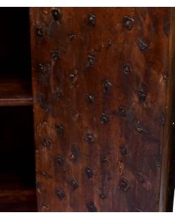 Antik skříň z teakového dřeva, kovem pobité dveře, 92x42x140cm