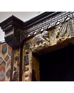 Knihovna z antik teakového dřeva, zdobená řezbami, 132x52x206cm