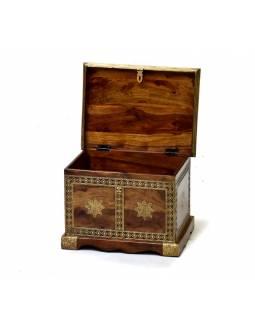 Truhlička z palisandrového dřeva zdobená mosazným kováním, 38x28x26cm