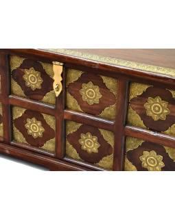 Truhla z palisandrového dřeva zdobená mosazným kováním, 100x50x50cm