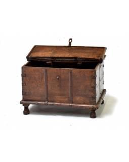 Stará truhla z teakového dřeva, 59x42x39cm