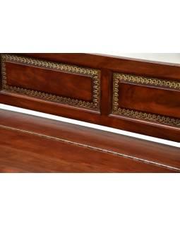 Lavice s úložným prostorem, zdobená mosazným kováním, 186x60x70cm