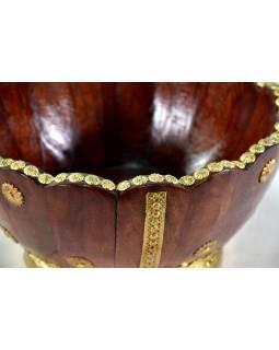 Dřevěná mísa , zdobená mosazným kováním, 27x27x14cm