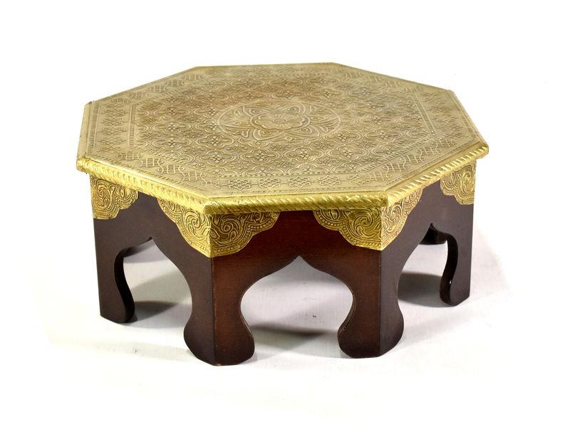 Čajový stolek z mangového dřeva zdobený mosazným kováním, 38x35x19cm