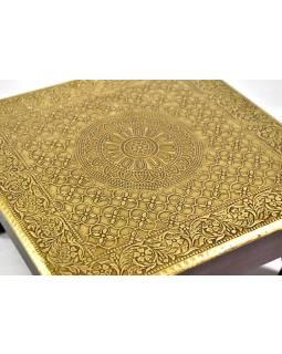 Čajový stolek z mangového dřeva zdobený mosazným kováním, 30x30x15cm