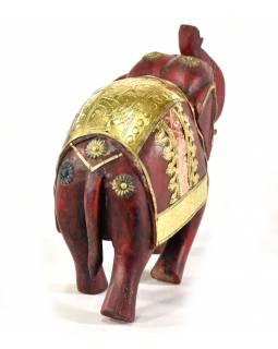 Slon, dřevěný, zdobený zlatým kovem, červený, 25x25cm