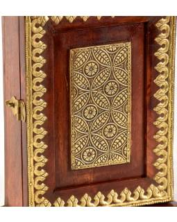 Skříňka na klíče zdobená mosazným kováním z mangového dřeva, 20x9x28cm