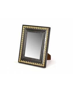 Dřevěný rámeček na fotografii, mosazné kování, 20x26cm