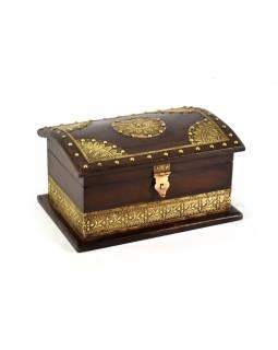 Ozdobná dřevěná šperkovnice zdobená mosazným plechem, 23x16x13cm