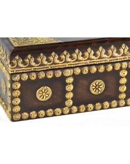 Krabička na kapesníky, drěvěná, zdobená mosazným plechem, 25x15x11cm