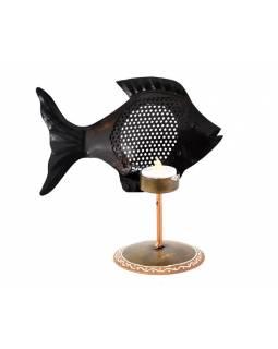 Kovový ručně tepaný svícen ve tvaru ryby, na čajovou svíčku, 22x10x13cm