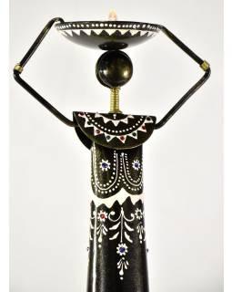 Kovový ručně tepaný svícen ve tvaru ženy, na čajovou svíčku, 15x15x81cm