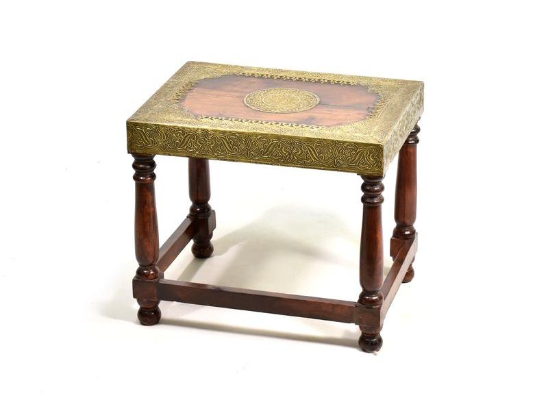 Stolička z palisandrového dřeva zdobená mosazným kováním, 42x32x37cm