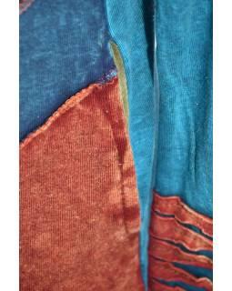 Prodloužená modrá mikina s kapucí a barevnou výšivkou, prostřihy, zip, kapsy