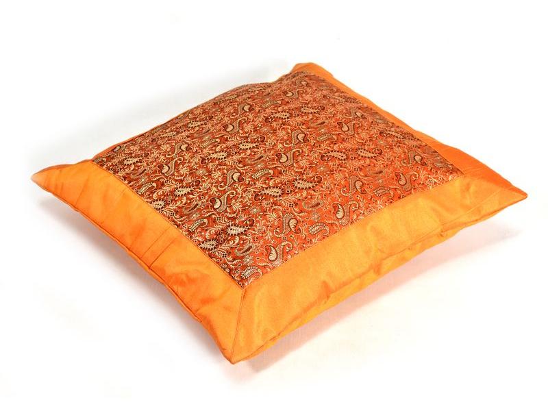 Oranžový saténový povlak na polštář s výšivkou paisley, zip, 40x40cm