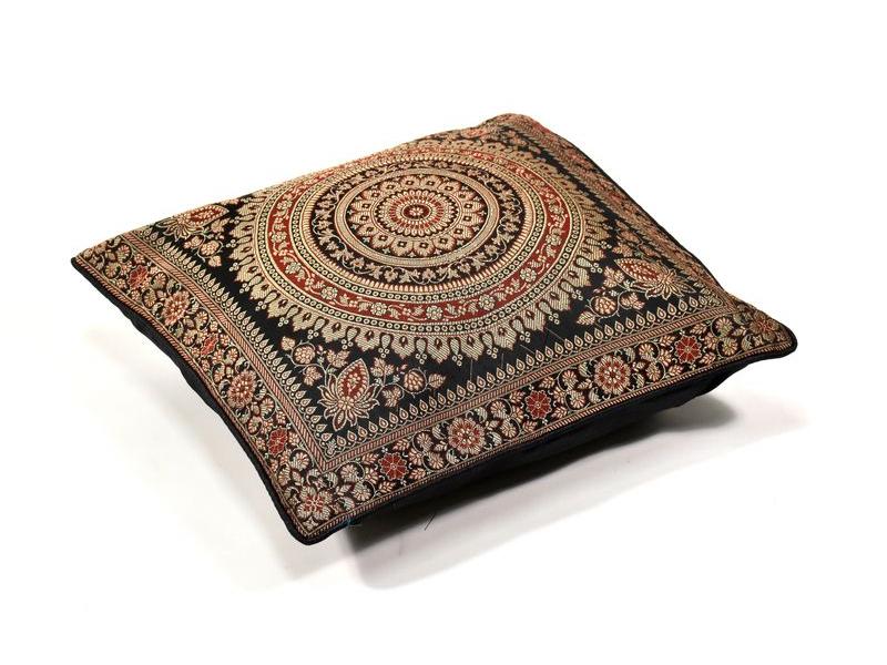 Černý saténový povlak na polštář s výšivkou mandala, zip, 40x40cm