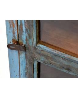 Prosklená skříňka z antik teakového dřeva, tyrkysová patina, 48x26x70cm
