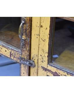 Prosklená skříň z antik teakového dřeva, plechové boky, okrová patina163x44x127c