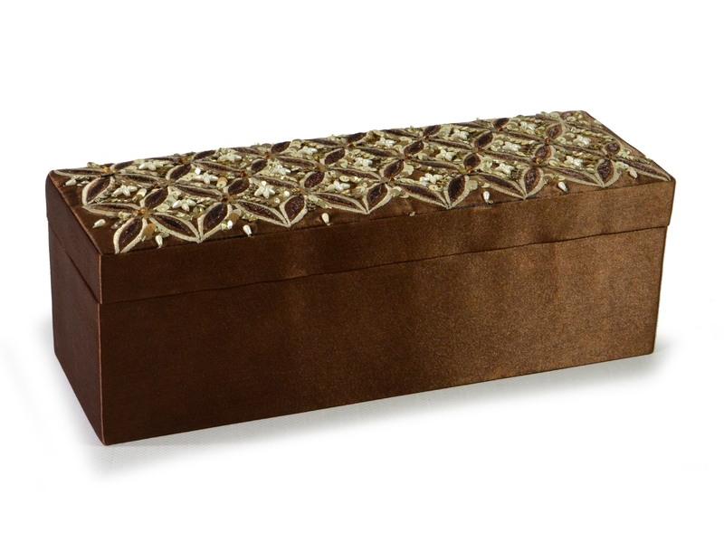 Ručně vyšívaná šperkovnice, hnědá s flitry a korálky, 31x10,5x10,5cm