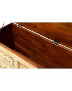 Truhla z mangového dřeva, bílá patina, ruční řezby, 132x40x47cm