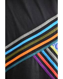Krátké černo-barevné šaty s dlouhým rukávem