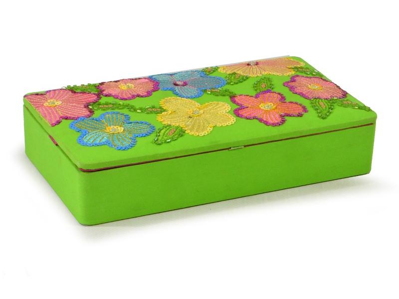 Ručně vyšívaná šperkovnice, zelená s květinami a flitry, 25,5x14,5x5,5cm