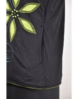 Černo-zelená dámská mikina s kapucí zapínaná na zip, potisk a výšivka květin
